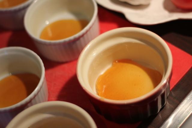 flan au caramel en preparation